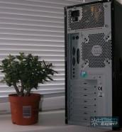 4U 4203: задняя панель