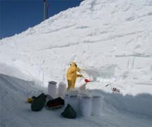 Из чистейшего снега были извлечены микрометеориты (фото Жана Дюпре)