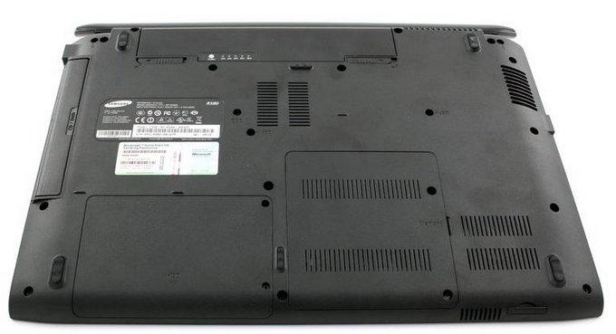 Samsung R580: «яркий» ноутбук R580-bottom