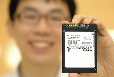 Samsung представил первый SSD, использующий высокопроизводительную память Toggle-mode DDR NAND