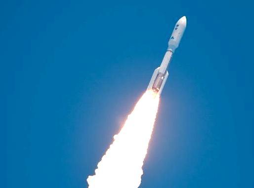 """""""Джуно"""" для исследования Юпитера взлетел на ракете-носителе """"Атлас-5"""""""
