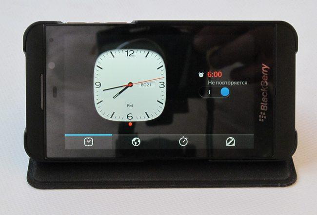BlackBerry Z10 - настольные часы-будильник