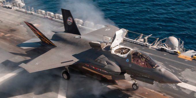 F-35B готовят к полетам с трамплина