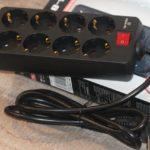 REAL-EL RS-8 Protect – недорогой сетевой фильтр для подключения восьми устройств одновременно