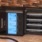 Panasonic BQ-CC65: зарядка для пальчиковых аккумуляторов с USB-портом и функцией восстановления